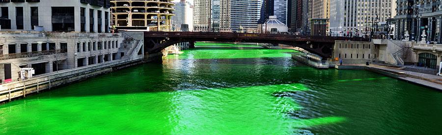 Riviére Chicago colorée en vert pour la Saint Patrick